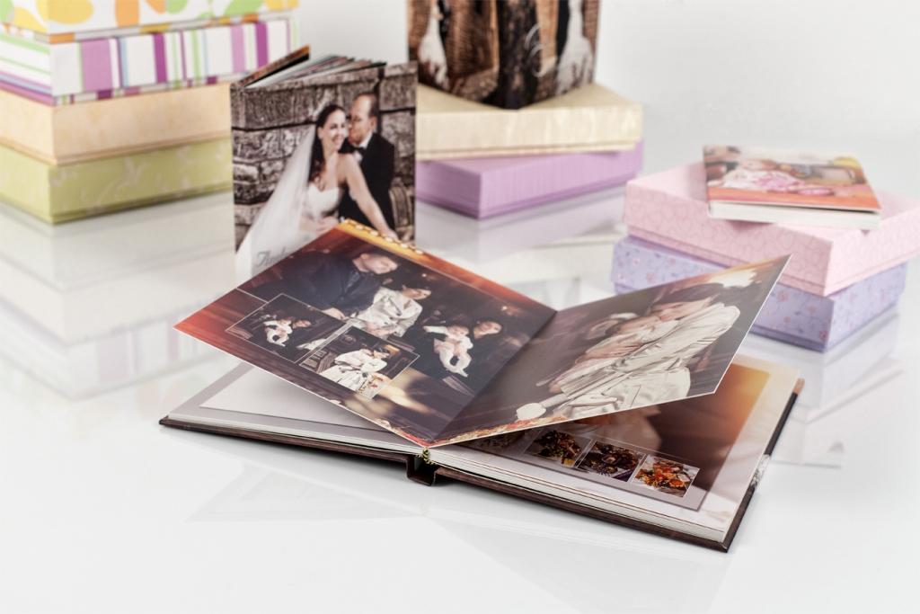 Pocket book_centrer sur lalbum fermé avec les mariés